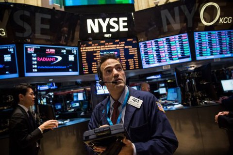 Индекс Dow Jones впервый раз превысил отметку в23000 пунктов