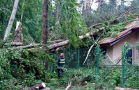 На Польщу обрушився ураган, рятувальники попереджають про шквали в Україні