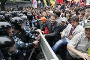 Защитники украинского языка травмировали милиционеров, - МВД