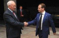 Медведев напомнил Азарову о газовых обязательствах