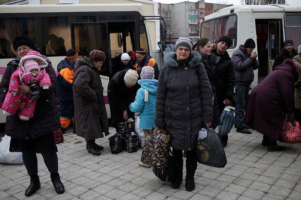 Жители Дебальцево, эвакуированные в Славянск