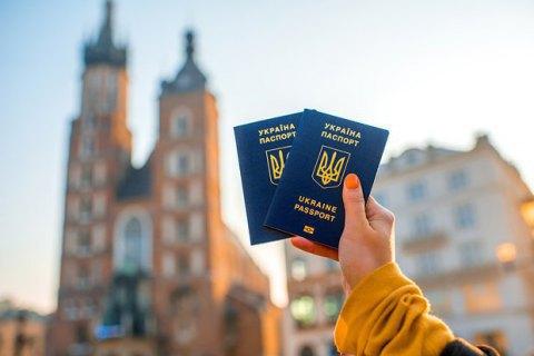 """За два роки """"безвізом"""" скористалися понад 2 мільйони українців"""