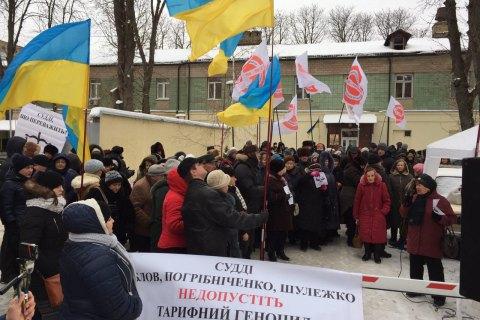 Під Окружним судом у Києві оголосили безстроковий марафон проти підвищення тарифів
