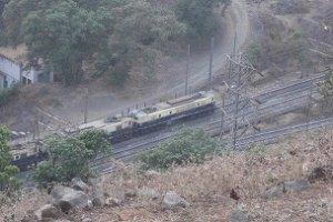 В Индии поезд с людьми врезался в товарный состав