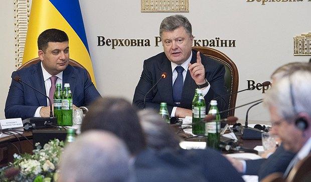 Петр Порошенко во время заседания конституционной комисии