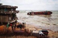 Показатели проб воды на месте аварии танкера Delfi постепенно улучшаются