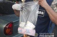 У Донецькій області затримали поліцейського, який систематично вимагав хабарі на блокпосту
