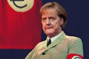 У Греції вивішують портрети Меркель у нацистській формі