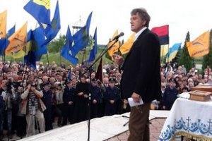 """Ющенко: """"ничто так не скрепляет нацию, как свои герои"""""""
