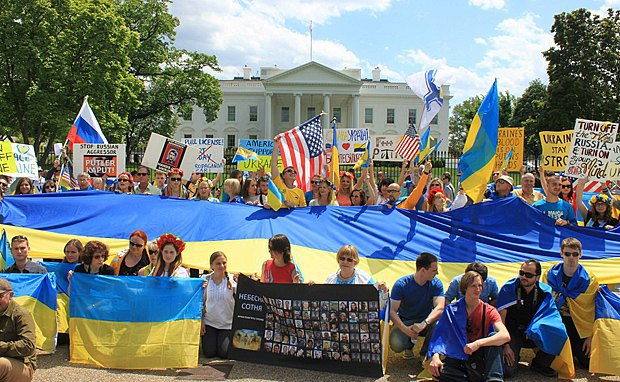 Митинг в поддержку Украины перед Белым Домом в Вашингтоне