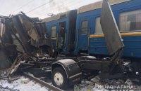 Електричка знесла вантажівку, що застрягла на переїзді в Харківській області