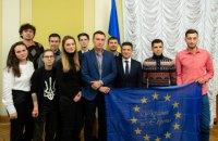 """Зеленський зустрівся з колишніми студентами, яких побив """"Беркут"""" на Євромайдані (оновлено)"""