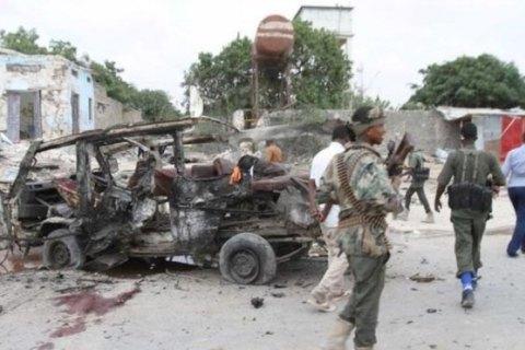 В столице Сомали взорвался начиненный взрывчаткой грузовик