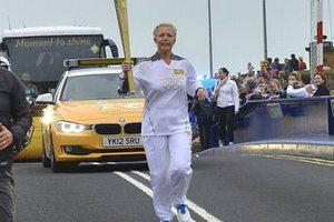 Перша леді Естонії пробігла з олімпійським факелом за двох