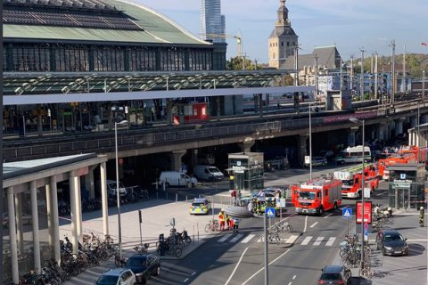 На железнодорожном вокзале в Кельне вооруженный мужчина захватил заложницу (обновлено)