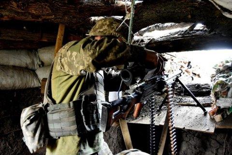 С начала суток боевики восемь раз открывали огонь на Донбассе, один военнослужащий ранен