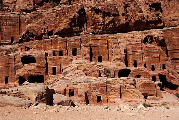 Погребальные пещеры