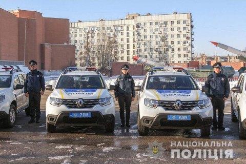 В Днепре полицейским офицерам громад вручили 31 служебный автомобиль