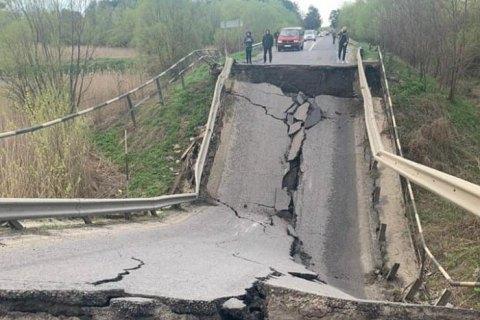 Укравтодор обещает оперативно и качественно восстановить мост, который обрушился на Львовщине