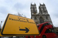 У Великобританії першу дозу вакцини від ковіду отримала половина дорослого населення