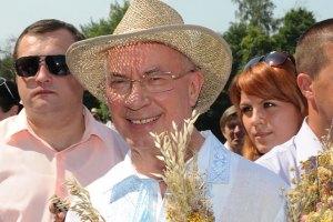 Азаров обіцяє зробити Сорочинський ярмарок заходом світового рівня