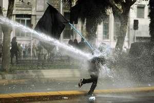 Бельгийская полиция применила водомет против демонстрантов, есть раненые