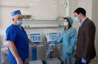 До київської лікарні швидкої допомоги доставили ще 8 відремонтованих Фондом Порошенка апаратів ШВЛ