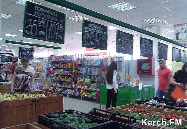 Магазин в Керчи. Выросшие цены указаны в гривнах и рублях