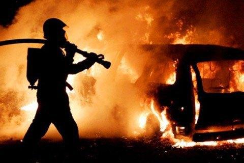 Уночі в Києві горіли два автомобілі