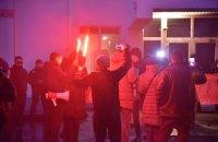 Активісти запалили фаєри під будівлею МВС під час акції протесту