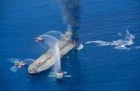 Возле побережья Шри-Ланки четвертый день гасят пожар на нефтяном танкере