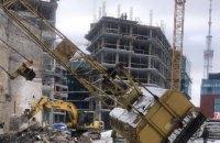 У Шевченківському районі Києва впав будівельний кран