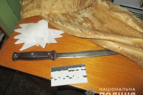 В Запорожской области пьяный мужчина ранил ножом четырех посетителей кафе