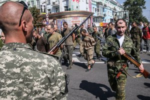 """Минобороны допускает, что """"парад"""" пленных был постановкой"""
