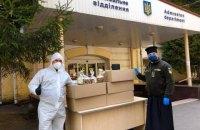 ПЦУ передала Киевской духовной семинарии куличи и респираторы