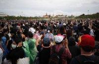 В Таиланде против митингующих применили водометы