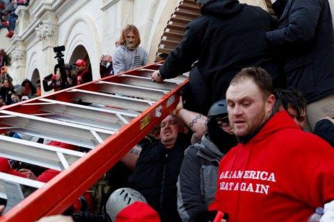 У США суди розглядають справи щодо 53 осіб, які брали участь у нападі на Капітолій