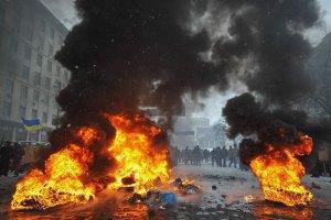 Силовики інформують протестувальників, що їхня діяльність заборонена новими законами