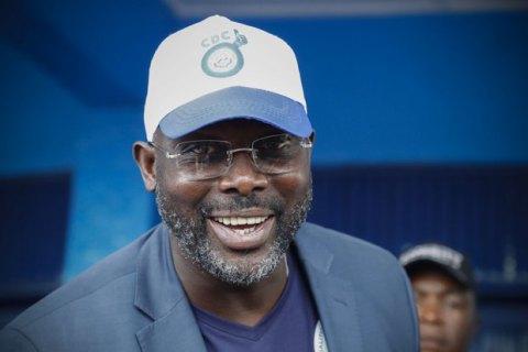Один из самых известных африканских футболистов лидирует на выборах президента Либерии