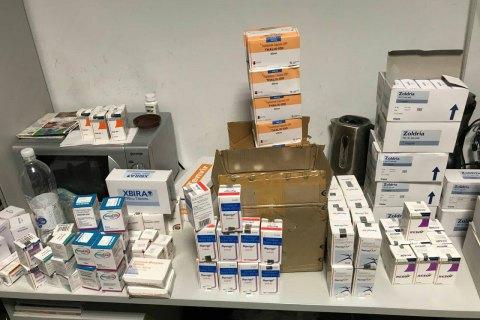 """В """"Борисполе"""" у двух индийцев изъяли лекарства на 1,75 млн гривен"""