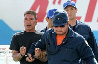 Японія депортує китайських активістів