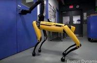 Роботы Boston Dynamics научились открывать двери