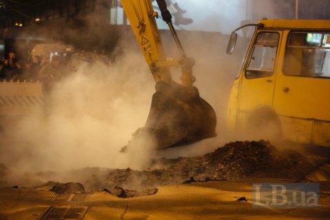 Повреждения теплосети возле Ocean Plaza будут ликвидированы до утра 15 января
