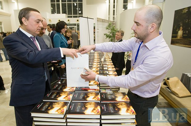 Николай Мартыненко(слева), народный депутат от <<Народного фронта>>