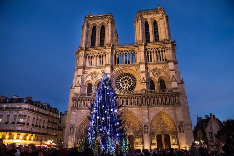 Впервые за 200 лет в Нотр-Дам де Пари отменили рождественскую мессу