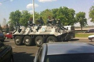 У центрі Києва з'явилася військова техніка