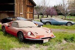 В заброшенном гараже Далласа нашли три раритетных идеально сохранившихся суперкара