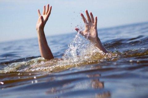 В Запорожской области двое подростков утонули при попытке сделать селфи