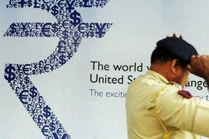 Индуистский гуру обвинил новый логотип рупии в экономическом кризисе