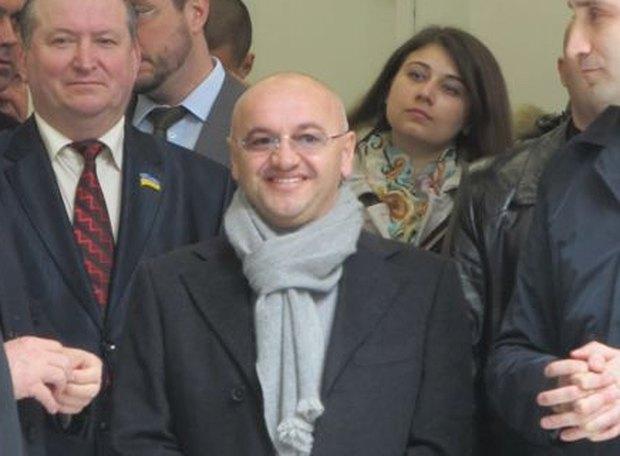 Анатолий Шкрибляк - в центре
